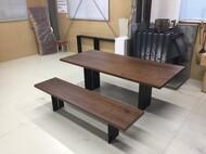 オリジナルダイニングテーブルとベンチ