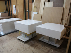オリジナルローテーブル 白色鏡面仕上げ W1000 D1000 H350mm, W900 D900 H250mm