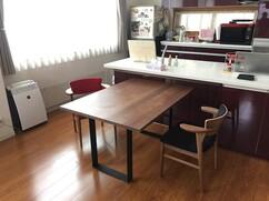 ウォールナット無垢 ダイニングテーブルと腰の椅子