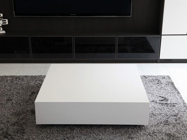 テーブル 正方形.jpg